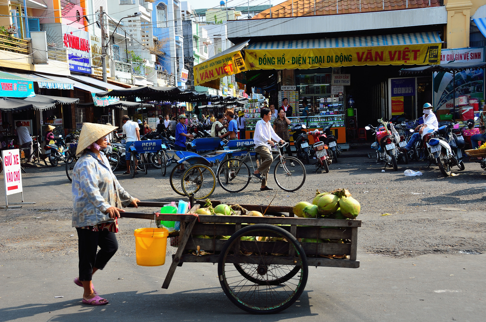 Daily life pictures in Chau Doc
