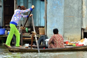 selling food on boats Chau Doc