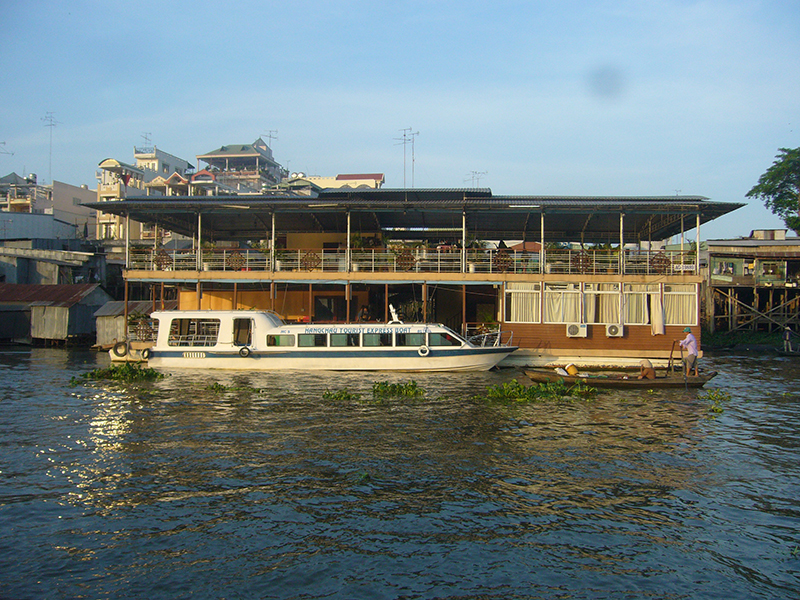 Con Tien floating Restaurant
